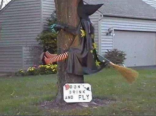 Diese Hexe hat wohl an Halloween etwas zu tief ins Glas geschaut